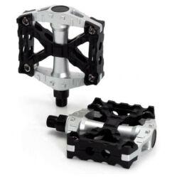 XLC PD-M06 alu-műanyag platform pedál, cserélhető szegecsekkel, fekete-ezüst