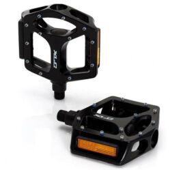 XLC PD-M10 alumínium platform pedál, cserélhető szegecsekkel, fekete