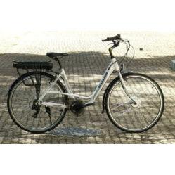 Neuzer E-Trekking női 28-as pedelec trekking kerékpár, 250W, 17-es, 6s, fehér-ezüst