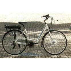 Neuzer E-Trekking női 28-as pedelec trekking kerékpár, 250W, 19-es, 6s, fehér-ezüst