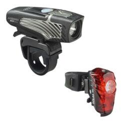 NiteRider Lumina™ 950 Boost első és Solas 100 hátsó lámpa szett A csomag tartalma: NiteRider Lumina™ 950 Boost első lámpa, 950 lumen, kijelzős, USB-ről tölthető, fekete NiteRider Solas™ 100 hátsó lámpa nyeregcsőre, 100 lumen, USB-ről tölthető A lámpák rés