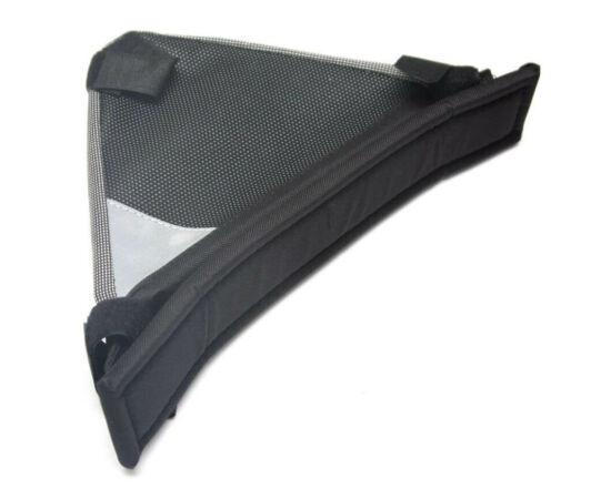 Neuzer mezevített háromszög váztáska, fekete