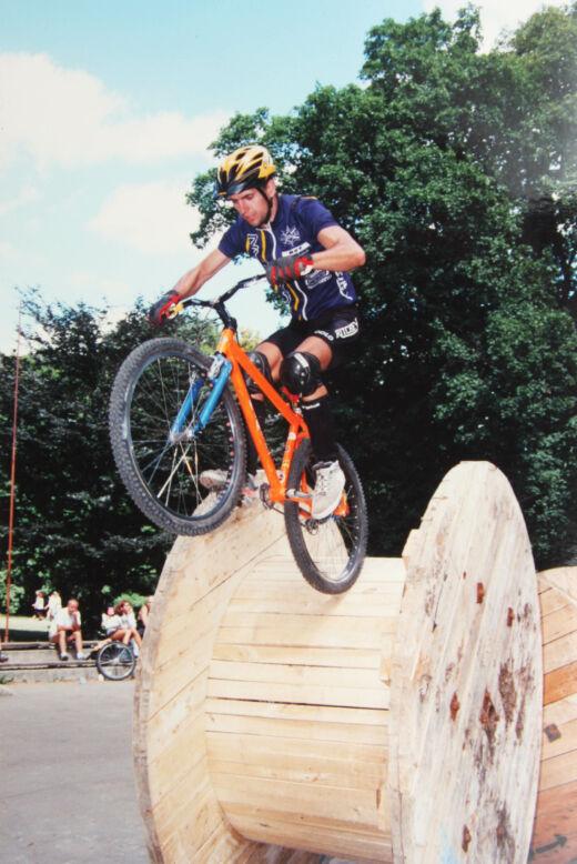 A hegesztett narancs kerékpár